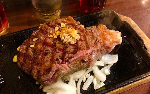 GLP-1ダイエット中の食事(ステーキ)